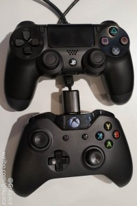PS4-vs-Xbox-One-controller